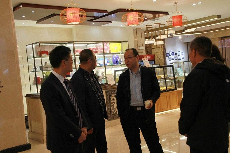 公司王东总经理就塑料改性问题向张锦院士请教