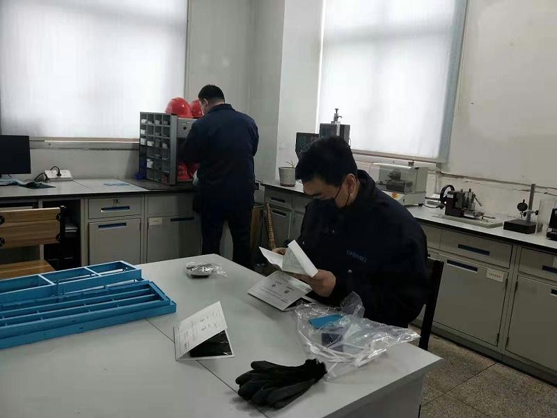 中新华美研发团队研制阻燃ABS染色颗粒配方