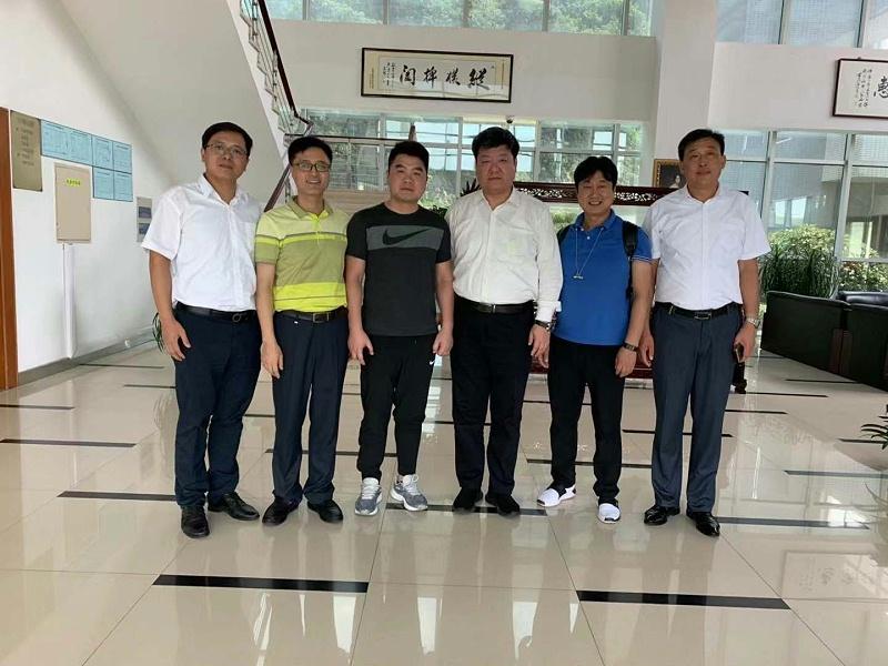 中新华美同客户青岛国恩科技股份有限公司拜访镇江奇美,洽谈塑料原材料供应细节