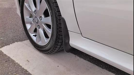 汽车挡泥板