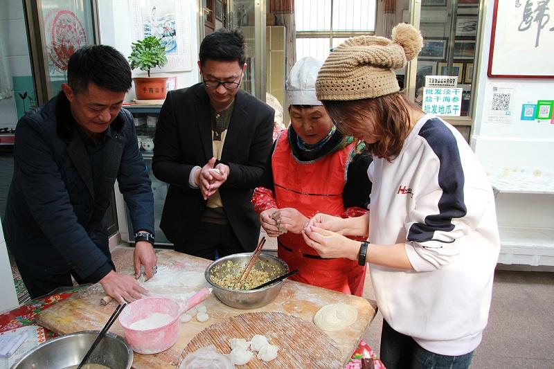 青岛中新华美塑料有限公司同事包饺子