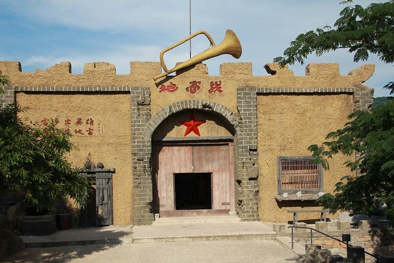 青岛中新华美员工参观地雷战景区蜡像馆